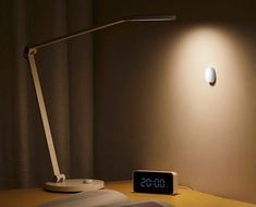 Xiaomi ha appena lanciato una lucina smart con sensore di luminosità, dal costo ridicolo (foto) | SmartWorld Desk Lamp, Table Lamp, Lighting, Home Decor, Home, Tecnologia, Table Lamps, Decoration Home, Room Decor