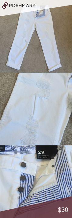 ·WHITE ARMANI EXCHANGE BOYFRIEND JEAN. NWT· boyfriend style white jeans with light distressing. Button up zipper. Size 28 Armani Exchange Jeans Boyfriend