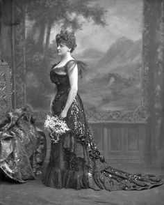 Sitter: Frances Evelyn (Daisy), Countess of Warwick, née Maynard 1890s Fashion, Victorian Fashion, Vintage Fashion, Victorian Era, Victorian Ladies, Vintage Photos Women, Vintage Pictures, 1800s Photography, Victorian Photography