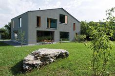 Zwei Wohnkulturen unter einem Dach: moderne Häuser von Halle 58 Architekten