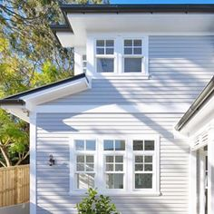 Drawing inspiration from the Hamptons, our Mosman house features classic grey weatherboards and custom white timber windows and trims. Design by Alex Stritt. Weatherboard Exterior, Grey Exterior, House Paint Exterior, Exterior House Colors, Exterior Windows, Cottage Exterior, Exterior Design, Timber Windows, Timber House