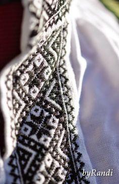 Voss winter bunad Sons Of Norway, Friendship Bracelets, Crafts, Inspiration, Jewelry, Ideas, Hardanger, Norway, Biblical Inspiration