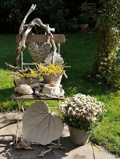 first autumn decoration - living and garden photo- erste herbstliche Deko – Wohnen und Garten Foto first autumn decoration – living and garden photo - Balcony Chairs, Wood Trellis, Wood Mantle, Décor Boho, Wood Working For Beginners, Garden Photos, Woodworking Projects, Fall Decor, Garden Sculpture