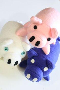 DIY plush pig... http://tallystreasury.com/2010/12/plush-pig-inspired-by-desert-bus-4/#more-1697