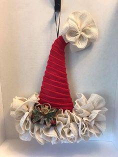 Rustic Christmas Ornaments, Christmas Mesh Wreaths, Burlap Christmas, Christmas Hat, Deco Mesh Wreaths, Christmas Decorations To Make, Christmas Projects, Handmade Christmas, Holiday Crafts