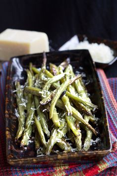 Garlic Roasted Green Beans - Erren's Kitchen - This simple, rustic one pot recipe makes a side dish with a heavy hit of delicious garlic. It's great for entertaining or simple weeknight dinners.