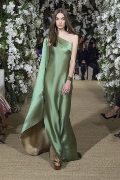 Ralph Lauren Ready-to-Wear Fall/Winter Fashion Show Satin Dresses, Elegant Dresses, Pretty Dresses, Sheath Dresses, Vestidos Fashion, Fashion Dresses, Beautiful Gowns, Beautiful Outfits, Look Fashion