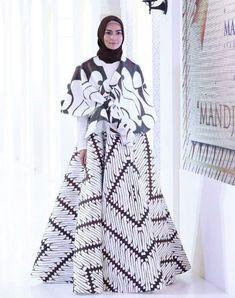 Buttom + Top by. Batik Fashion, Abaya Fashion, Muslim Fashion, Fashion Dresses, Women's Fashion, Fashion 2020, Batik Kebaya, Batik Dress, Batik Muslim