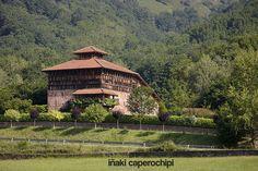 Palacio de Jauregizar en Arraioz, Baztan. © Inaki Caperochipi Photography