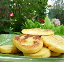 panisses marseillaise maison farine de pois chiches eau sel huile d'holive Polenta Healthy, Yummy Healthy Snacks, Panisse Recipe, Pain Pizza, Food Out, Nicoise, Salty Foods, Marseille, Beignets