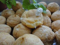 Profiteroles de nata Ver receta: http://www.mis-recetas.org/recetas/show/71121-profiteroles-de-nata