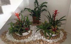Jardim com pedras - 72 ideias sensacionais que vão maravilhar você! Inside Garden, Corner Garden, House Plants Decor, Plant Decor, Indoor Garden, Indoor Plants, Staircase Wall Decor, Rock Garden Design, Interior Garden