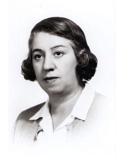 """Concepción Méndez Cuesta (Madrid,1898 - México, 1986), poeta española. Fue novia de Buñuel y amiga de Alberti, Lorca y Cernuda. Perteneció a la Generación del 27 y asidua en las reuniones, lecturas poéticas y exposiciones.   Publicó su primer libro, «Inquietudes»(1926). Su matrimonio con el poeta Altolaguirre,  maternidad,  exilio y  posterior separación matrimonial, influyeron en sus versos.  Desde 1944 vivió en México.   Su obra está recogida en """"Poemas 1926-1986"""", edición de James…"""