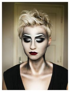 Amazing Halloween contouring make-up. Love how only using black and white can be so effective.