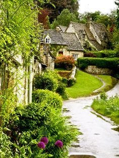 The Cotswolds area is one of England's favourite destinations; famous for hundreds of honey-colour limestone villages in a beautiful rural setting.  For lovers of the retro and vintage, the Cotswolds is a delight - full of experiences, inspiration and shops that you just can't find anywhere else.  Photo: google.search.com