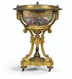 Jardinière en porcelaine de Canton et monture de bronzedoré d'époque Napoléon III | Lot | Sotheby's
