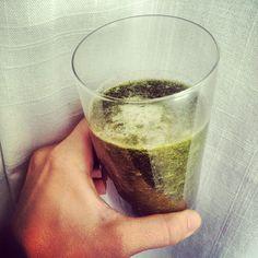 @evajeminas photo: Morgondrinken: 2dl hackade färska Nässlor, 3 kiwifrukter, 1/4 gurka.  #fresh #smoothie #morning #breakfast #detox #green #drink #fitspo #diet #eatclean #healty #foodporn #loveit #cheers