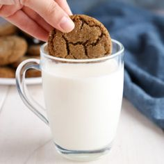 These Best Ever Ginger Molasses Cookies are better than Starbucks Theyre sweet and chewy with a delicious ginger flavour Recipe from Tea Cakes, Galletas Cookies, Baking Cookies, Speculoos Cookies, Cookies Soft, Biscotti, Shortbread, Cheddar, Ginger Molasses Cookies
