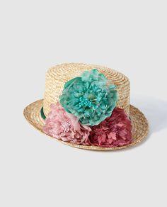 Chistera de paja con adorno de flores y cordón de seda