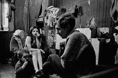 A life of despair: These images of Glasgow slums in the 60s and 70s include a father and his children sat silently in their Gorbals tenement flat in 1970. Description from capitalbay.news. I searched for this on bing.com/images