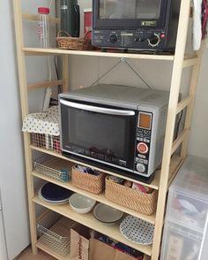 無印良品週間を待って待って、やっとパイン材ユニットシェルフを買った! うちはせっっっまいキッチンだから収納が足りなくて大変…😭 #無印良品 #無印良品週間 #パイン材ユニットシェルフ #食器棚 #キッチン収納 Muji, Saori, Kitchen Appliances, Room, Instagram, Diy Kitchen Appliances, Bedroom, Home Appliances, Rooms