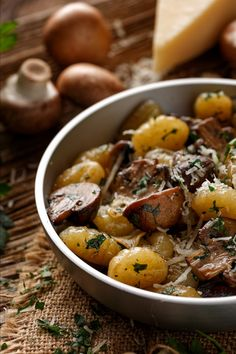 Dutch Recipes, Polenta, Pot Roast, Good Food, Veggies, Pizza, Vegan, Dinner, Healthy
