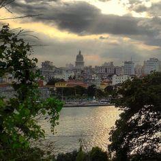 Atardecer desde el Cristo de la Habana en Casablanca #havana #habana #casablanca #cuba #capitolio #sky #sea #bahia #light #sunset #ig_sunsetshots #loves_sunset #loves_bestpic #loves_habana #loves_cuba #loves_sea #ig_cuba #ig_habana by mercecg64