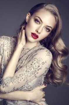 We are loving the simple wave and make up on Amanda Seyfried.