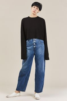 Oversized, long sleeve cropped t-shirt in soft Japanese cotton. Cotton Made in USA Kim is wearing a size S. Kim is a US 2 in dresses & bottoms, 26 in denim and S in tops. Cotton Citizen, Japanese Cotton, Crop Tee, Tokyo, Jet, Bell Sleeve Top, Denim, Long Sleeve, How To Wear