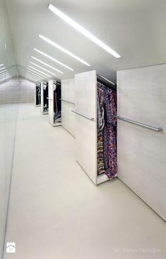 Zdjęcie: garderoba - szafy w skosie dachu