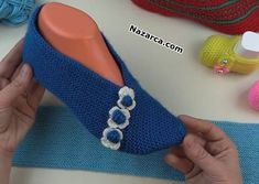 Slipper Boots, Crochet Slippers, Needle And Thread, Womens Slippers, Diy Clothes, Fingerless Gloves, Arm Warmers, Bandana, Snug