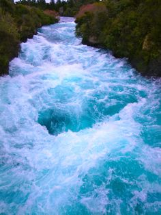 I wanna see a river like this someday Beautiful World, Beautiful Places, Rio, Nature Pictures, Energy Pictures, Water Element, Bio Sculpture, Ocean Beach, Gods Creation