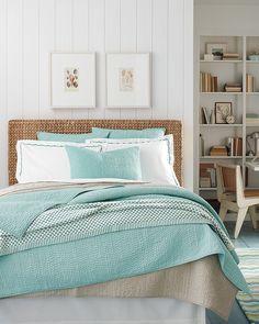 La ropa de cama también es otra de las piezas más versátiles y facilonas que tenemos para decorar. Basta con tener un juego del color de moda y de base colores neutros para tener, si quieres, un dormitorio distinto cada semana!