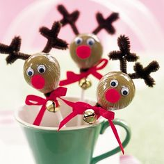 Red-nosed Reindeer Lollipops With its lollipop head, pipe cleaner antlers, and googly eyes, this treat is part craft project, part holiday sweet. Kids can easily make a whole herd for classmates and teachers.