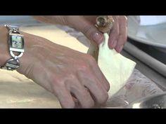 Pastel de Coxas de Frango Crocantes, Champignon e Ricota com Molho Especial
