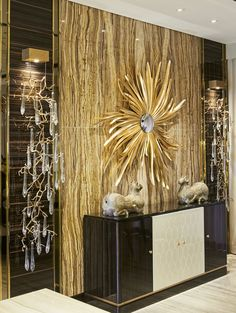 A luxurious touch of golden is what your interior design project needs. Discover… - All About Decoration Foyer Design, Wall Design, House Design, Luxury Interior Design, Interior And Exterior, Interior Decorating, Contemporary Interior, Living Room Designs, Living Room Decor