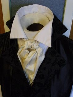 Cravat knot instructions - http://www.kristenkoster.com/2012/01/a-regency-primer-on-3-ways-to-tie-a-cravat/
