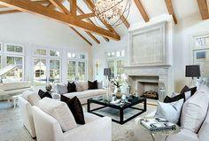 Por dentro das casas da família Kardashian e Jenner. Bazaar entrega o interior e valores das - nem um pouco humildes - residências. Vem ver!