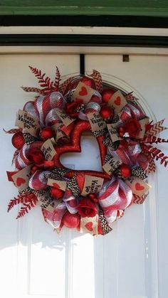 adorable diy valentine's day decor ideas that'll make your home look cute & . : adorable diy valentine's day decor ideas that'll make your home look cute & romantic 4 Valentine Day Wreaths, Valentines Day Decorations, Valentine Day Crafts, Holiday Wreaths, Happy Valentines Day, Holiday Crafts, Christmas Holiday, Couronne Diy, Saint Valentin Diy