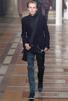 Lucas Ossendrijver and Alber Elbaz presented their Spring/Summer 2015 collection for Lanvin during Paris Fashion Week. Gq Style, Lanvin, Fashion News, Fashion Show, Mens Fashion, Fashion Outfits, Paris Fashion, Runway Fashion, High Fashion