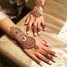 Mehndi design makes hand beautiful and fabulous. Here, you will see awesome and Simple Mehndi Designs For Hands. Indian Henna Designs, Modern Mehndi Designs, Mehndi Designs For Girls, Beautiful Henna Designs, Mehndi Designs For Fingers, Mehndi Design Images, Simple Mehndi Designs, Henna Tattoo Hand, Henna Tattoo Designs