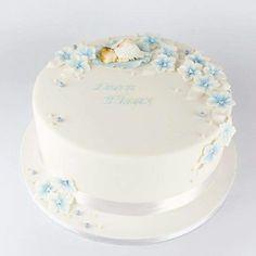 Pikkuenkeli ristiäiskakku Amazing Baby Shower Cakes, Baby Shower Cakes For Boys, Baby Boy Cakes, Baptism Food, Baptism Desserts, Baby Boy Birthday Cake, Baby Mold, Festa Party, Cake Servings
