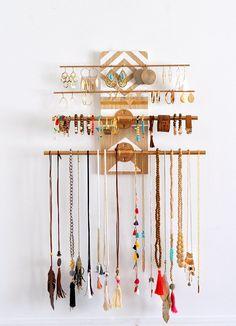 Diy Jewelry Holder, Jewelry Organizer Wall, Wall Organization, Jewellery Storage, Jewellery Display, Jewelry Organization, Jewelry Box, Jewelry Ideas, Necklace Holder