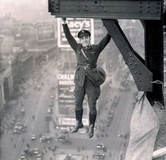 NYPD Stunt Police Officer 1920s - http://www.pinupsandkustoms.com/blog/when-men-where-men-and-police-officers-in-n-y-not-afraid-of-heights/