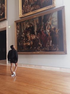 art, girl, and museum image Museum Art Gallery, Art Museum, History Museum, Photo Humour, Photo Voyage, Louvre Paris, Shotting Photo, Old Money, Art Hoe
