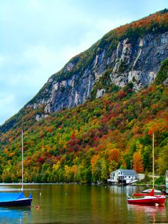 Lake Willoughby in the Northeast Kingdom, Vermont, USA very beautiful place. A must visit if you are ever in Vermont. The Places Youll Go, Great Places, Places To See, Beautiful Places, Le Vermont, New England States, Just Dream, Travel Usa, Beach Travel