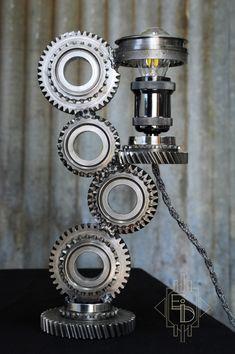 lampe artisanat engrenages rouages mécanique style industriel unique recyclage détournement France Isère ampoule fil tissu gris torsadé