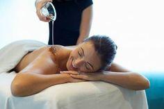 Ulja za masažu Ulje za masažu pripravlja se od ljekovitih ekstrakta u uljnoj ili alkoholnoj bazi, ili mješavini ulja i alkoholnih tinktura izabranoga bilja. Obično sadrže stimulativna esencijalna ulja, đumbir ili papriku kako bi potaknula krvotok i poboljšala upijanje kroz kožu. Ljekovita ulja Premda esencijalna ulja morate kupiti, ljekovita ulja možete pripraviti tako da oko […] The post Priprema i korištenje ljekovitih ulja i ulja za masažu appeared first on Narodni.NET. Good Massage, Massage Oil, Thai Massage, Essential Oil Aphrodisiac, Olive Oil Benefits, Mobile Massage, Love Spell That Work, Massage Center, Essential Oils Guide