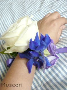 Biało niebieska bransoletka kwiatowa dla druhny