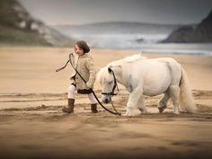 Fotos: Fotógrafa russa regista convívio de crianças e animais em belas paisagens - - UOL Estilo de vida